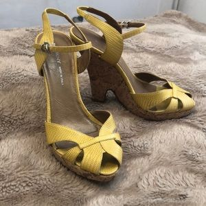 🍋DKNY Yellow Wedges🍋